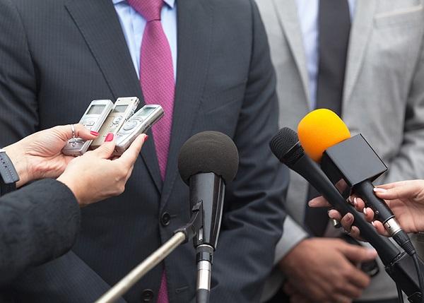 Диктофон на пресс-конференции
