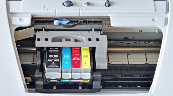 Цветные катриджи в струйном принтере
