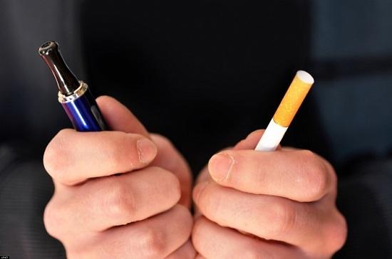Электронная и традиционная сигарета