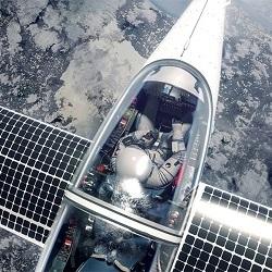 Самолет на солнечных батарейках