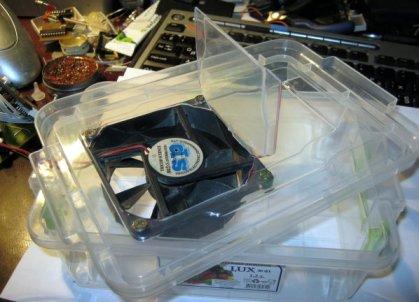Пластиковый контейнер с вентилятором