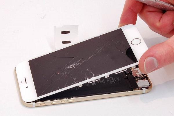 Отсоединение экрана от корпуса телефона