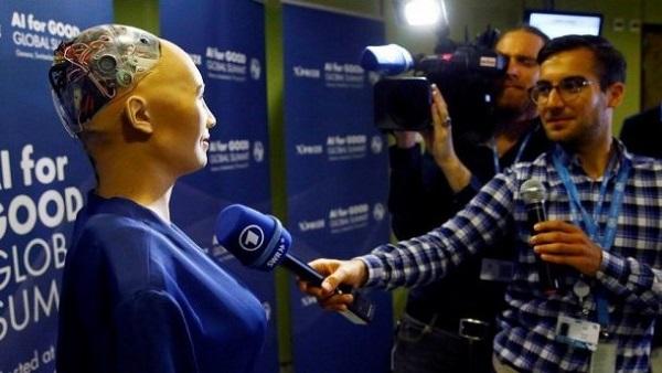 Интервью девушки-робота
