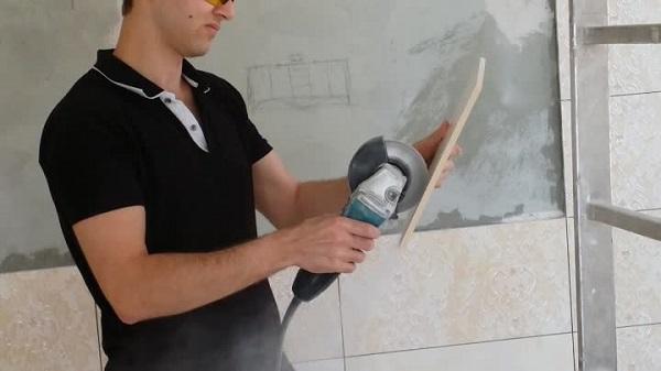 Процесс резки плитки