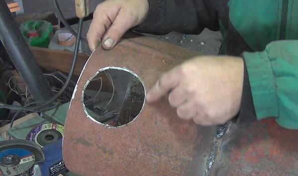 Круглое отверстие в металле