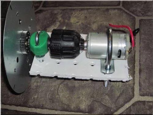 Крепление двигателя и патрона
