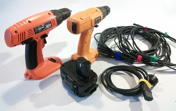 Шуруповерты, кабель и аккумулятор