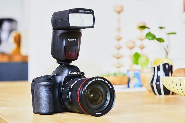 Фотокамера со вспышкой
