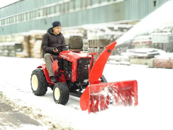 Уборка снега минитрактором
