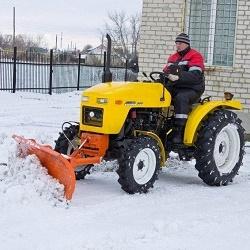 Снегоуборочный минитрактор для домашнего хозяйства