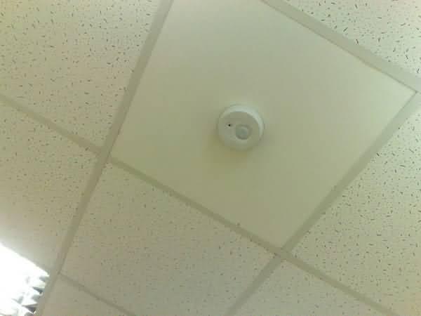 Скрытая камера на потолке