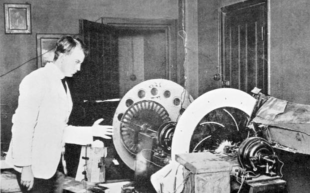 Первая механическая видеокамера