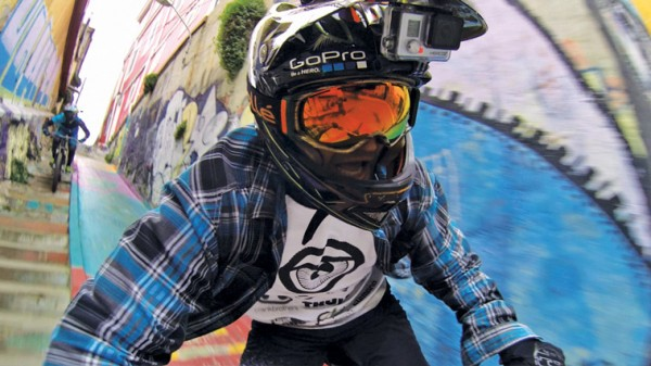 Мотоциклист с экшн-камерой