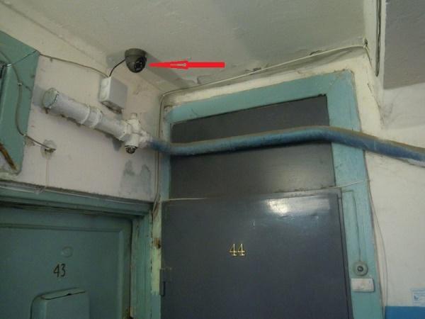 Видеокамера в подъезде