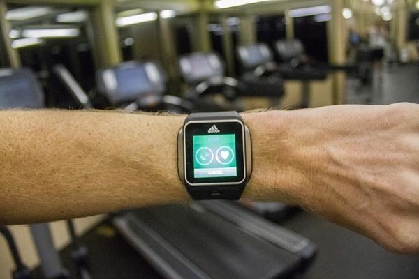 Часы в спортзале