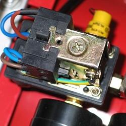 Подключение прессостата к компрессору и его настройка