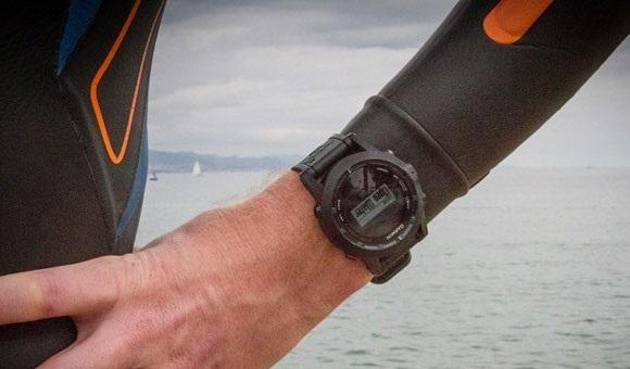Часы на руке велосипедиста