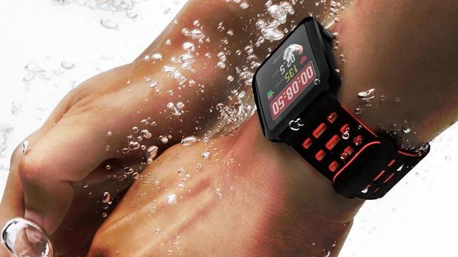 Часы в бассейне