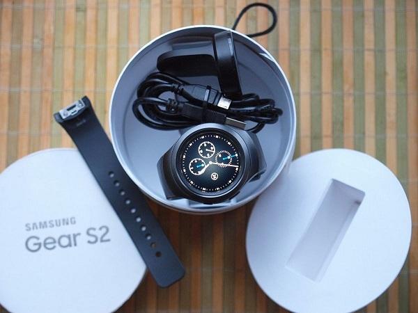 Самсунг Gear S2 в упаковке