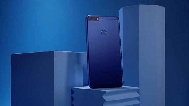 Смартфон синий Huawei Honor 7C Pro