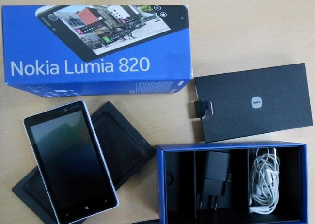 Комплектация Nokia Lumia 820