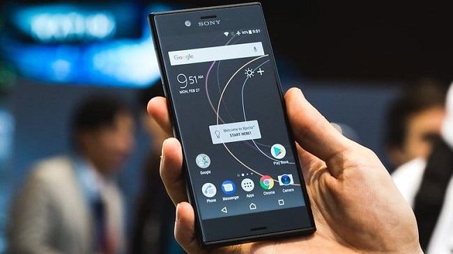 Sony Xperia XZS в ладони