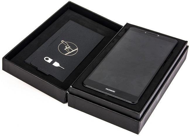 Смартфон в коробке