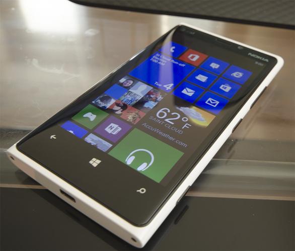 Nokia Lumia 920 дизайн
