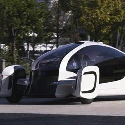 Пластиковый автомобиль