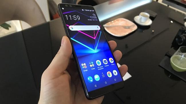 Экран смартфона под углом