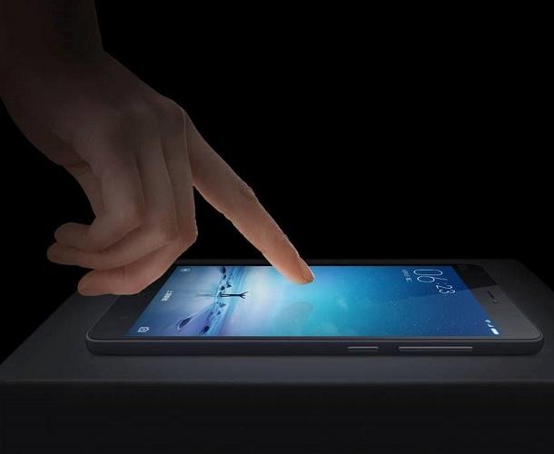 Коснуться экрана планшета