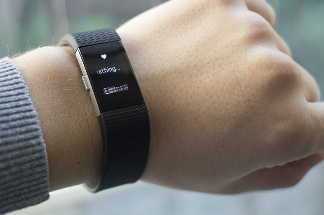 Fitbit Charge 2 на руке
