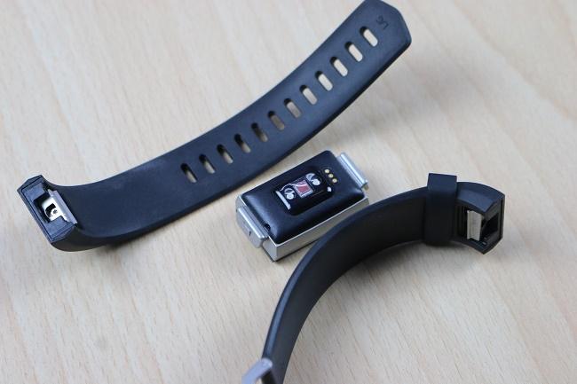 Fitbit Charge 2 в разобранном виде
