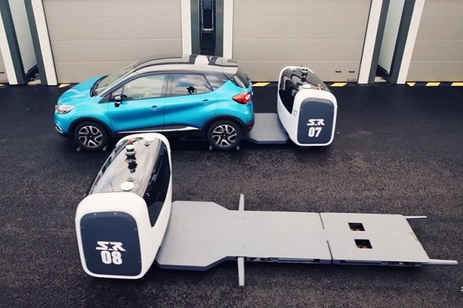 Машина с роботом