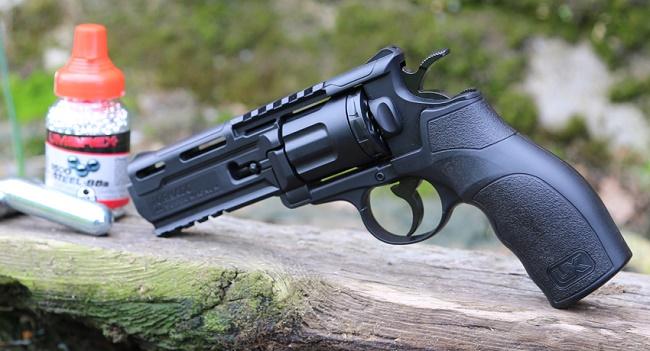 Пневматический пистолет и аксессуары