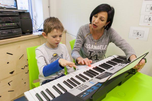 Обучение игры на синтезаторе