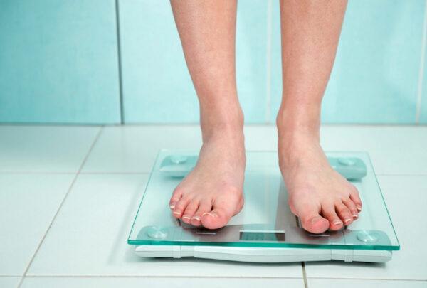 Правильное расположение ступней на весах