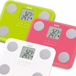 Почему электронные весы показывают разные значения