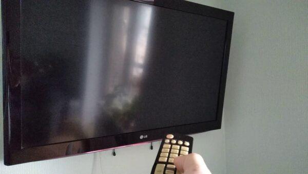 телевизор не включается