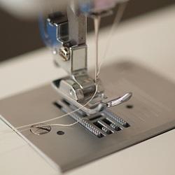Почему швейная машина рвет нить при работе