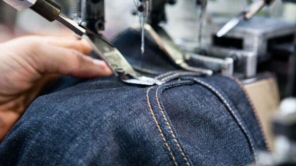шитье джинсовой ткани