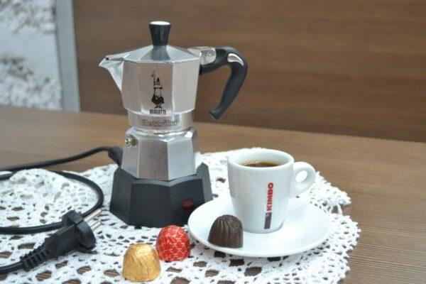 электрическая гейзерная кофеварка