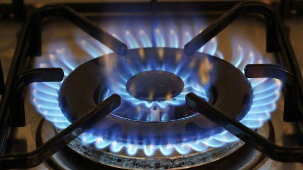 горящая конфорка газовой плиты