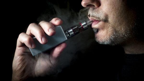 Курение вейпа