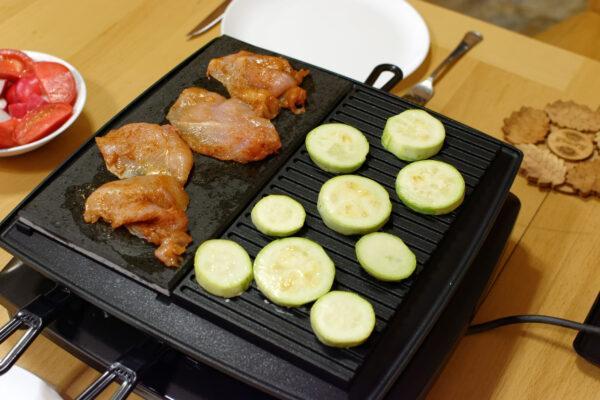 овощи и курица на раклетнице
