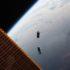 Маневрирующий спутник в космосе