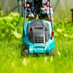 Как правильно косить траву газонокосилкой