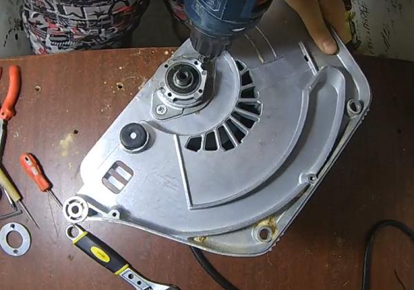 Как поменять диск на циркулярной пиле