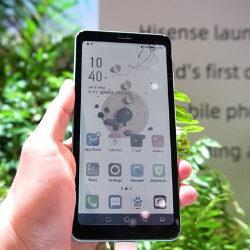 Китайцы создали первый в мире смартфон на электронных чернилах