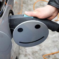 Электромобиль постепенно становится реальным конкурентом транспорту на ДВС